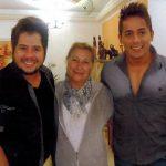 Hugo e Thiago com a Dona Feli